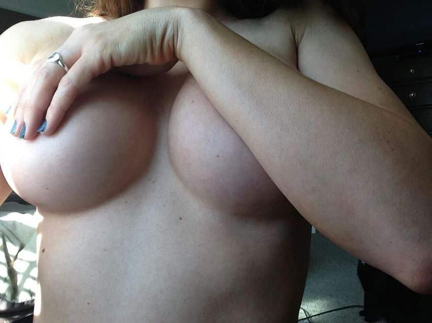 KerriKing shows her big tits live on cams